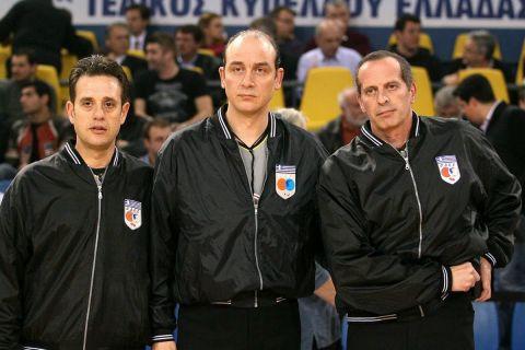 Σπύρος Γκόντας, Λάζαρος Βορεάδης και Κώστας Μουζάκης όταν σφύριζαν μαζί στο ελληνικό πρωτάθλημα. Τώρα, μετέχουν στη ντριμ-τιμ των παρατηρητών διαιτησίας στο μπάσκετ