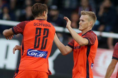 Ο Σβιντέρσκι πανηγυρίζει το γκολ του ΠΑΟΚ επί του ΟΦΗ