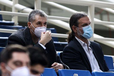 Δημήτρης Διαμαντίδης και Φραγκίσκος Αλβέρτης παρακολουθούν αγώνα του Παναθηναϊκού στη σεζόν 2020/21