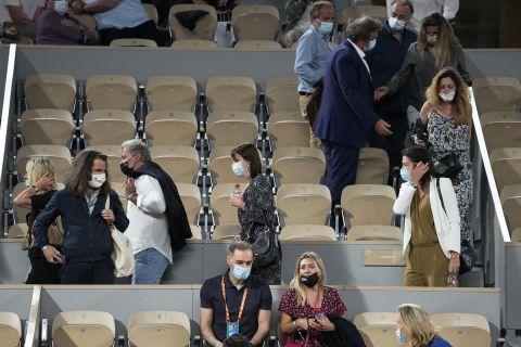 Οι διοργανώτες ζητούν από το κοινό να αποχωρήσει από την αναμέτρηση του Τζόκοβιτς με τον Μπερετίνι, λόγω της απαγόρευσης κυκλοφορίας, ως μέτρο κατά της διασποράς του κορονοϊού