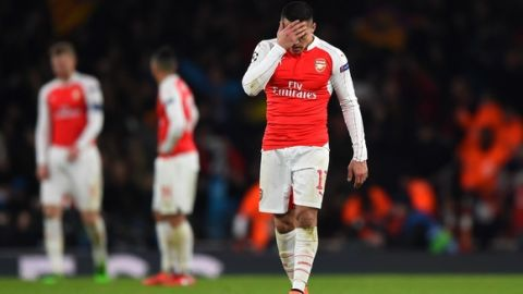 LONDON, ENGLAND - FEBRUARY 23:  A dejected Alexis Sanchez of Arsenal reacts during the UEFA Champions League round of 16, first leg match between Arsenal FC and FC Barcelona at the Emirates Stadium on February 23, 2016 in London, United Kingdom.  (Photo by Shaun Botterill/Getty Images)