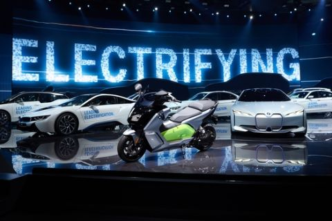 Γέμισαν οι δρόμοι με ηλεκτρικά BMW