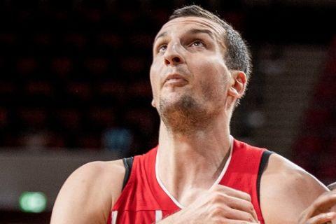 Ο Τσίπσερ διεκδικεί το ριμπάουντ σε αγώνα της Μπάγερν στην EuroLeague