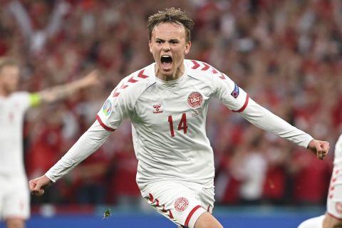 """Ο Μίκελ Ντάμσγκααρντ της Δανίας πανηγυρίζει γκολ που σημείωσε κόντρα στη Ρωσία για τη φάση των ομίλων του Euro 2020 στο """"Πάρκεν"""", Κοπεγχάγη   Δευτέρα 21 Ιουνίου 2021"""