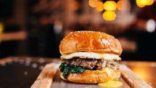 Γιατί μια αλυσίδα φαστ φουντ μετονόμασε μπέργκερ της από «τουρκικό» σε «ελληνικό»