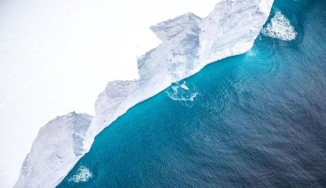 A68a: Το μεγαλύτερο παγόβουνο του κόσμου καταγράφηκε από κάμερα - Η εικόνα του τρομάζει
