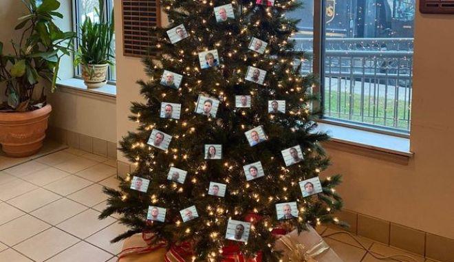 Αστυνομικό τμήμα στόλισε χριστουγεννιάτικο δέντρο με φωτογραφίες συλληφθέντων - Εντονες αντιδράσεις