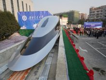 Πώς είναι ένα τρένο που μπορεί να πιάσει ταχύτητα 620 χλμ/ώρα - Δείτε φωτογραφίες από το εσωτερικό του