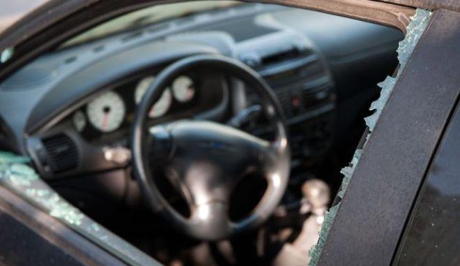 Ασύλληπτο: Κλέφτης οχήματος κατσάδιασε την ιδιοκτήτρια και απείλησε να καλέσει την αστυνομία - Τι ήταν αυτό που τον έβγαλε από τα ρούχα του