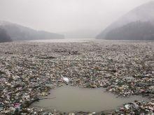 Κάποτε ήταν ένα γραφικό ψαροχώρι στη Σερβία. Σήμερα συντελείται ένα περιβαλλοντικό έγκλημα - Νησιά σκουπιδιών και σε Βόρεια Μακεδονία - Κόσοβο