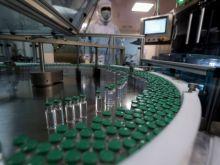 Πώς η κόντρα AstraZeneca - ΕΕ για τα εμβόλια κινδυνεύει να τινάξει στον αέρα το πρόγραμμα εμβολιασμού
