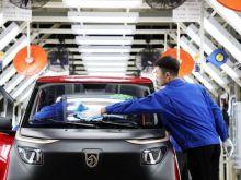 To ηλεκτρικό αυτοκίνητο των 3.680 ευρώ που απειλεί να εκθρονίσει την Tesla