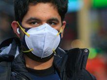 Ανατροπή: Η διπλή μάσκα βοηθά ελάχιστα στον περιορισμό της εξάπλωσης του κορονοϊού