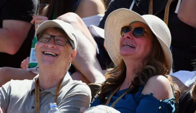 """Μπέζος, Γκέιτς και τόσοι άλλοι - Τι οδηγεί τελικά τα """"ευτυχισμένα"""" ζευγάρι στον χωρισμό μετά από δεκαετίες γάμου"""