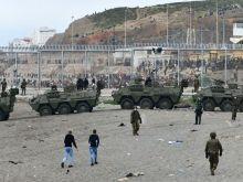 Η Ισπανία έστειλε στρατό στα σύνορα με το Μαρόκο για να σταματήσει τους μετανάστες που εισήλθαν κατά χιλιάδες