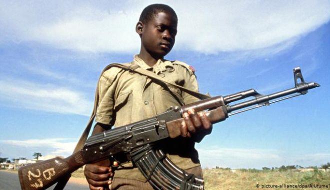 Παιδιά-στρατιώτες 12 έως 14 ετών πίσω από τη σφαγή 130 αμάχων στη Μπουρκίνα Φάσο. Σκότωσαν, βίασαν, έκαψαν