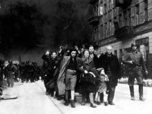Η Πολωνία διαγράφει με νόμο το δικαίωμα των Εβραίων του Ολοκαυτώματος στα σπίτια που τους έκλεψαν οι Ναζί