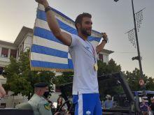Στέφανος Ντούσκος: Με στρατιωτικό όχημα στα Ιωάννινα, υποδοχή ήρωα από τους συντοπίτες του