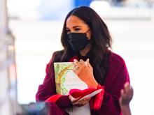 Πού θα βρείτε τη μάσκα που φόρεσε η Μέγκαν Μαρκλ και προκάλεσε υστερία στο Διαδίκτυο