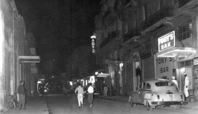 Βούρλα - Τρούμπα: Μια ιστορική περιήγηση στο χώρο του περιθωρίου και της πορνείας του Πειραιά